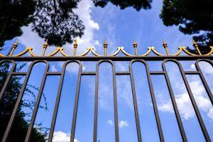 Ukrasne ograde od kovanog gvožđa zlatno crne boje